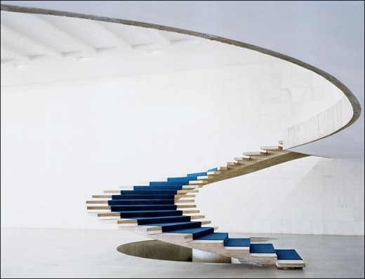 Helical staircase by Oscar Niemeyer as part of the Ministry-of-External-Relations in Brasilia por francoiswiss